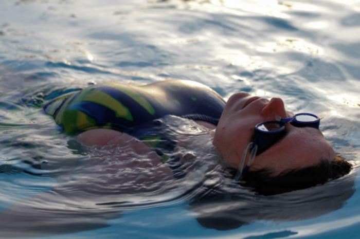 Im Pool mit einem Aquablade Olympicback