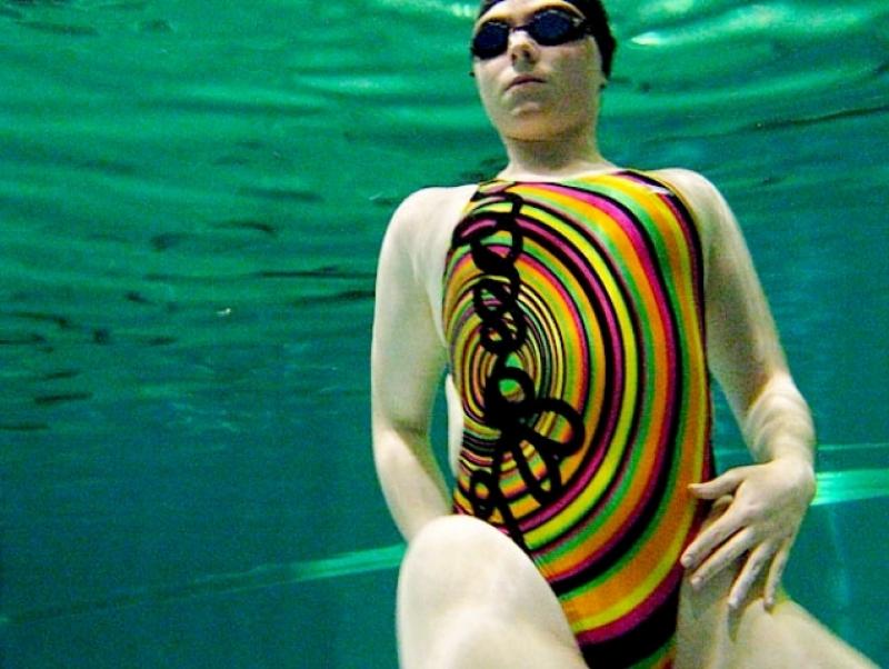 Schwimmen im engen Schwimmanzug Größe 34