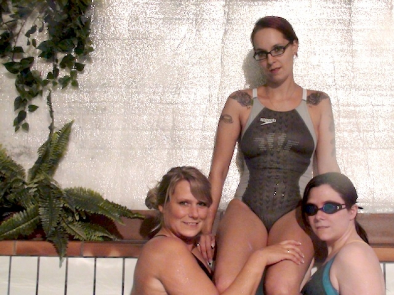 Three swimsuit girls in the pool ****ed with vib