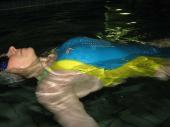 Schwimmtraining im blauen Fastskin